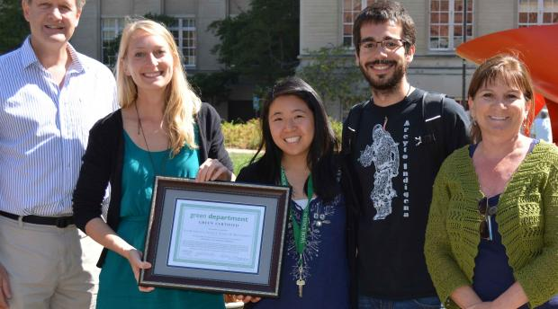 Image of the Green team receiving a certificate
