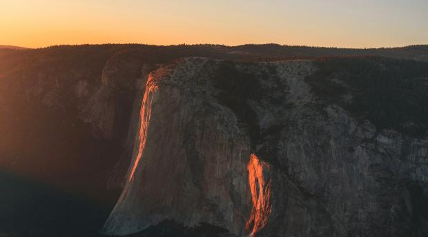 Sunset on a view of Yosemite National Park